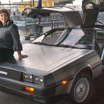 Feliz propietaria de un DeLorean DMC-12