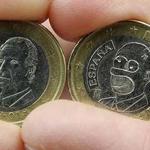 Monedas de Euro comparadas, una con el Rey, otra con Homer