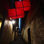 Piezas de Tetris en una callejuela de Sidney